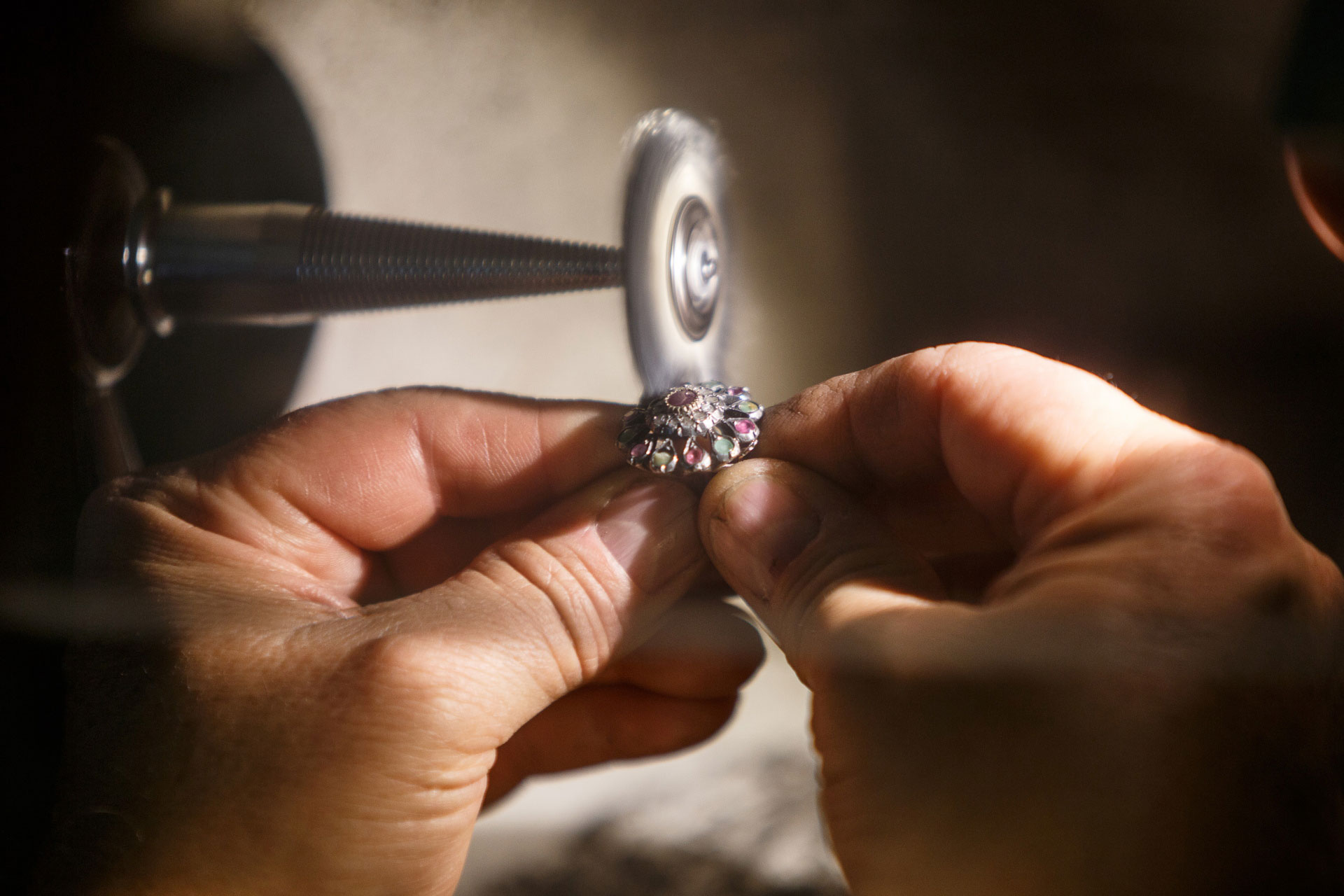 Polishing of jewelry